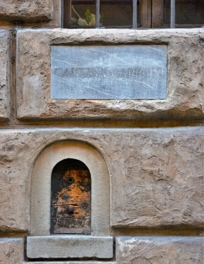 Places to visit in Florence - MINIATURE WINE WINDOWS OF FLORENCE 4