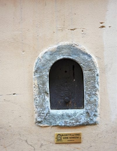 Places to visit in Florence - MINIATURE WINE WINDOWS OF FLORENCE