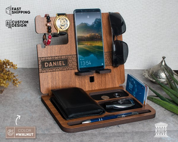Woodworking Projects That Sell - wooden Docking Station