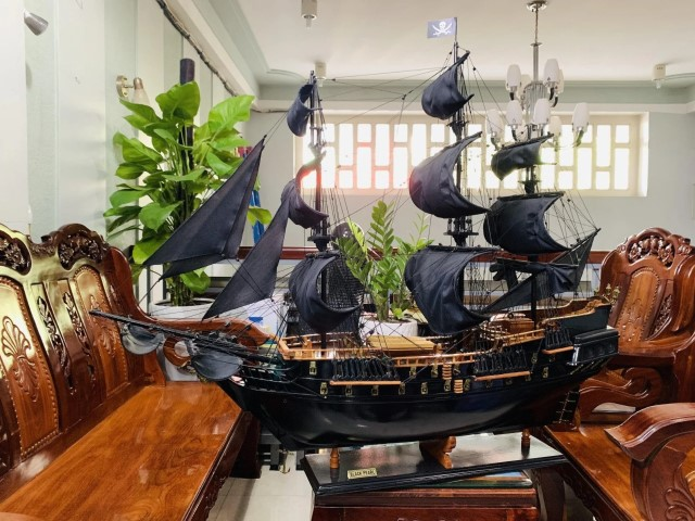 Woodworking Projects That Sell - wooden Pirates of the Caribbean model ship